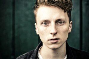 Singer-Songwriter Moe aus Bielefeld