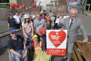 Spenden-Übergabe im Rahmen der Aktion Bielefeld zeigt Herz