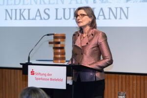 Der Bielefelder Wissenschaftspreis 2018 geht an Prof. Dr. Barbara Stollberg-Rilinger.