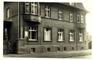 Sparkasse in Heepen. Die älteste Bielefelder Sparkassenfiliale wird 100 Jahre alt!